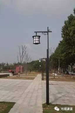 以及仿古的路灯延续了公园内部风格