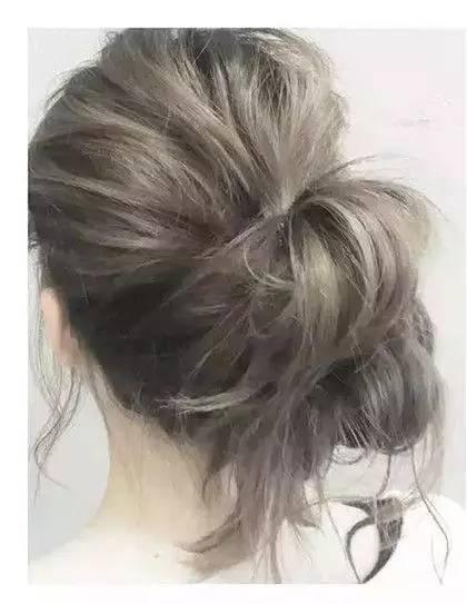 步骤图解: 1,首先将头发分成上下两层