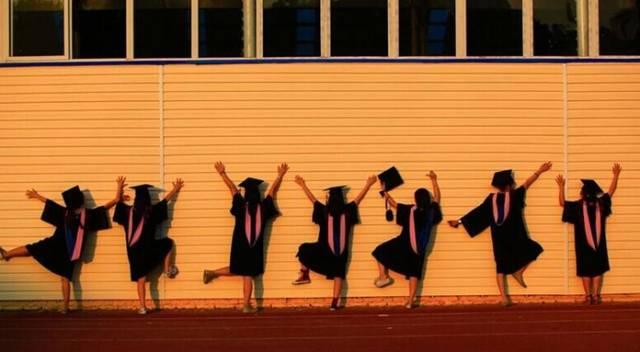 2017解锁61种毕业照新姿势,剪刀手太low,要这么拍才最图片