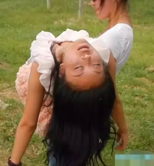20岁女孩昏迷,中年大叔抱进急诊室,医生看完都替女孩惋惜图片