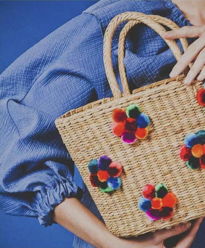 ▼ 大多草编包品牌都是手工制作的,像sophie anderson家的都是由