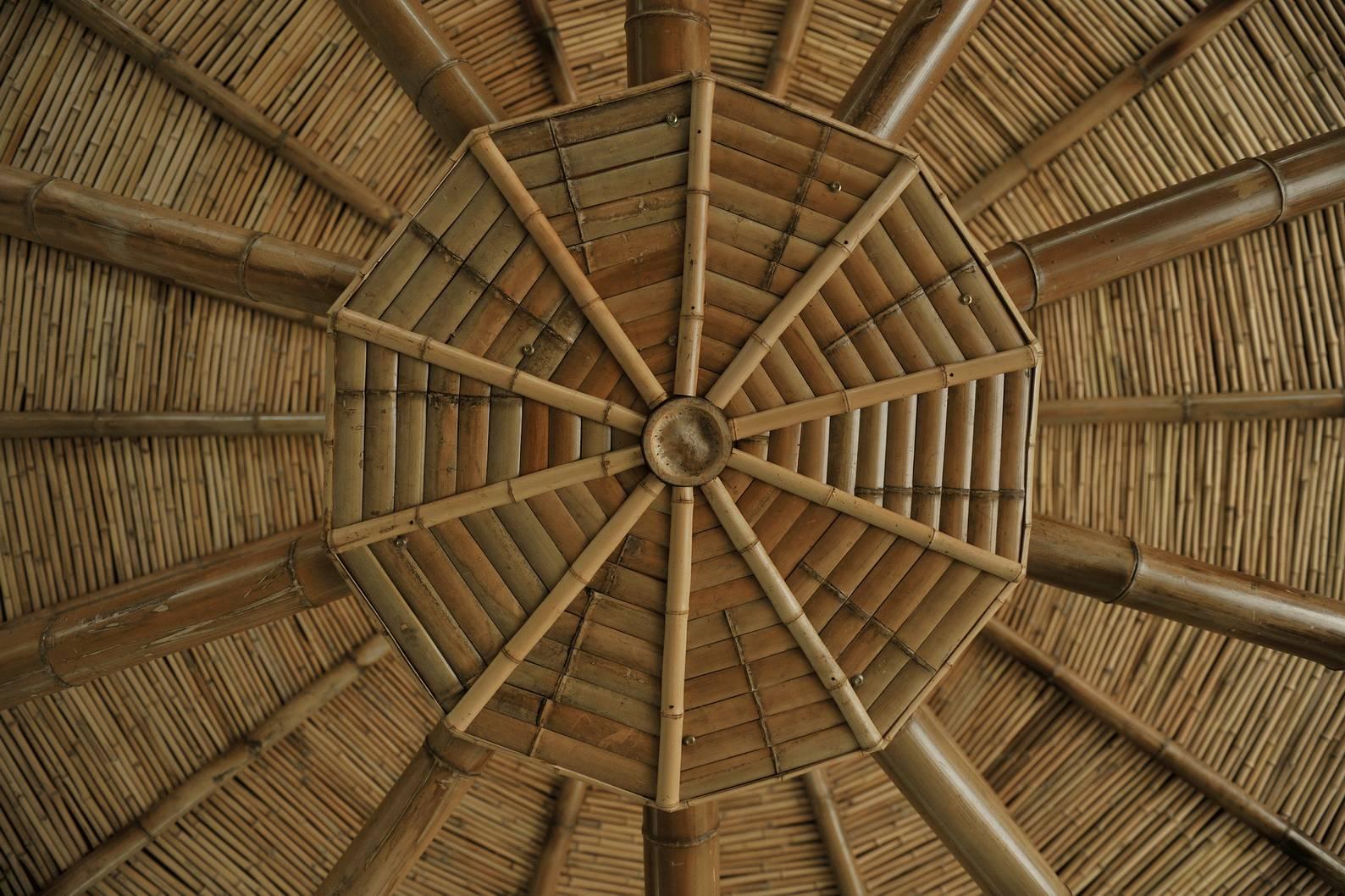 结构屋架形式充分发挥了材料性能及易施工造价低等