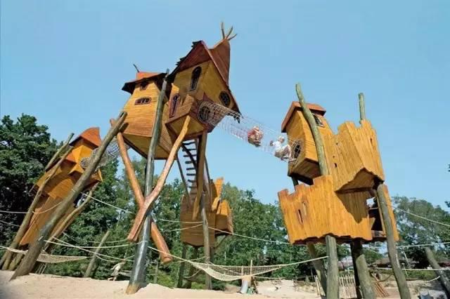 国家植物园挑战了传统游乐设施的设计理念,特色是巨大的橡木小屋
