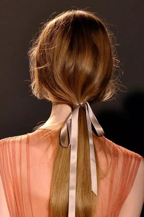 小长丝巾的系头发法图解