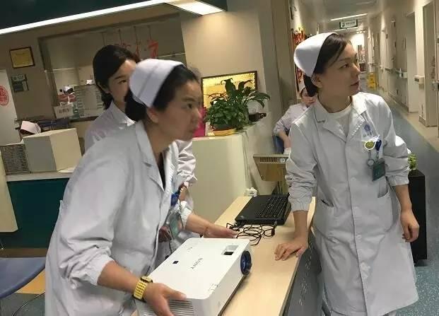 在武汉协和眼科病区住院一周,医患们一起过了把k歌瘾图片