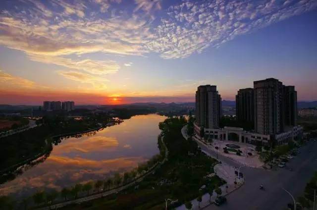 昌江河将景德镇的市区版图一分为二,其间还有一些分支,当年的瓷器运输