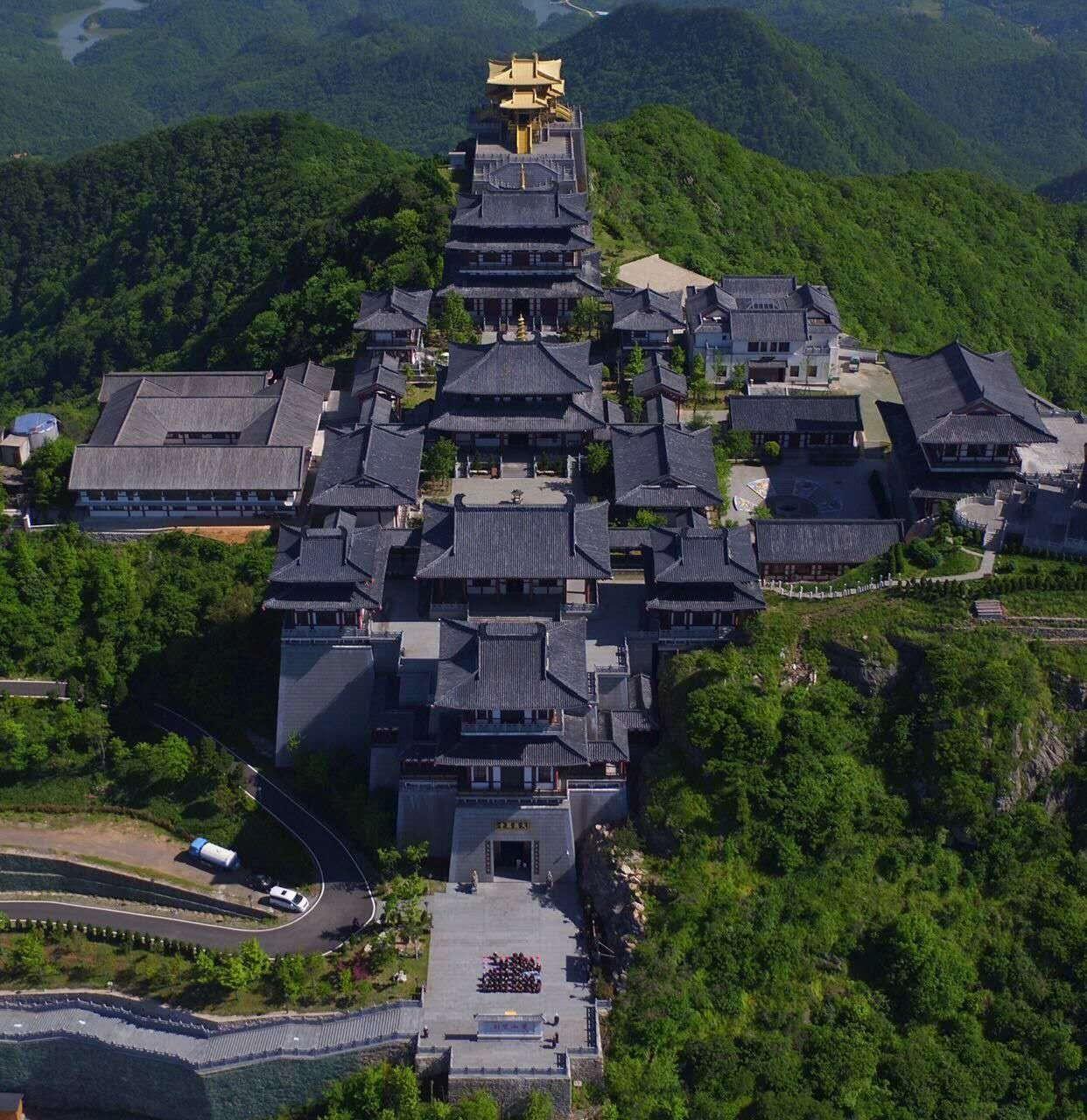 汉�z(�X[_旅游 正文  在孔明琴堂欣赏五个八度的编钟音乐 现时草庐洒满汉时月光