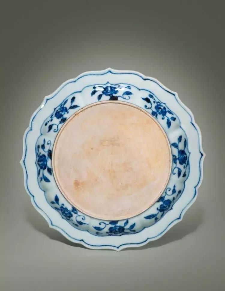 窑变釉杏圆如意耳抱月瓶(150-200万) 元 定窑白釉模印瑞兽穿花纹盘(13