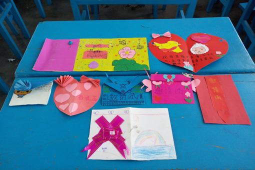 学生手工绘制的邀请函图片