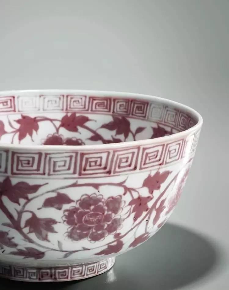 窑变釉杏圆如意耳抱月瓶(150-200万) 元 定窑白釉模印瑞兽穿花纹盘