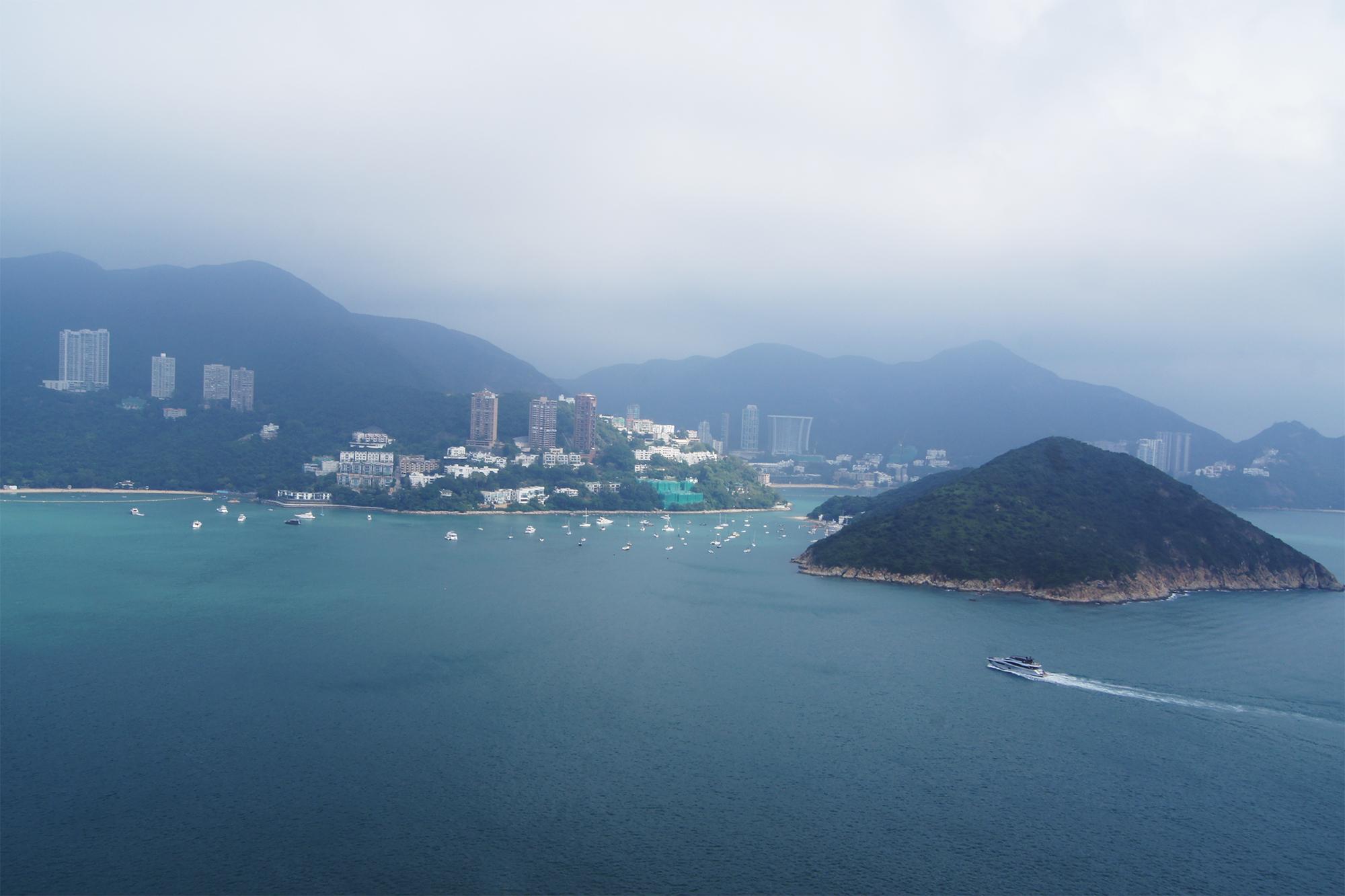 5公里的架空钢索,让旅客有充足的时间沿途欣赏香港岛南区的辽阔景致
