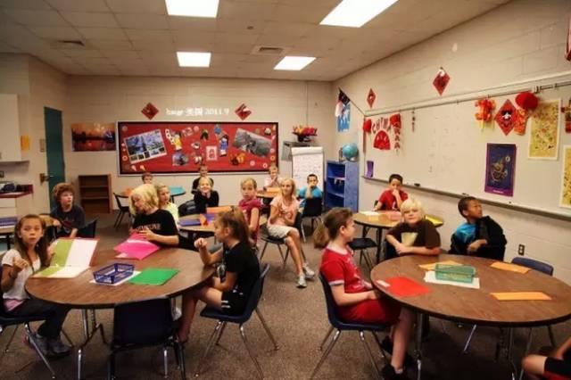 细节中体现小学:看美国舞蹈教程墙上贴了red差距雅教室泫图片