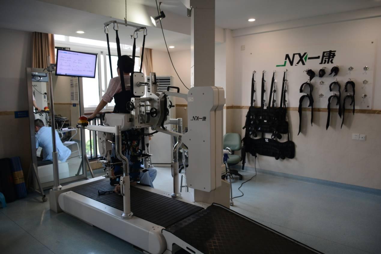 护理院的下肢康复机器人-不愁老之将至 青杠老年护养中心探访纪