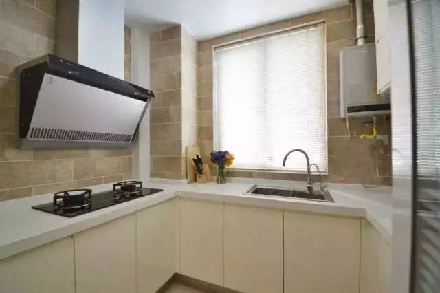 燃气热水器的时候就要注意了:热水器与煤气表,煤气灶的水平净距离不得图片