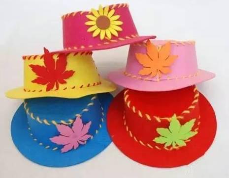 最后粘贴上一个漂亮的小枫叶做装饰,一顶漂亮的diy手工礼帽就做好了