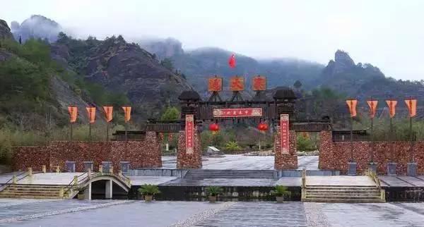 """赣江源头,武夷山下,一带""""碧水丹山,人文荟萃""""之地石城,是客家文化的图片"""