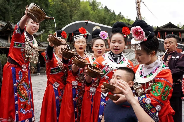 lemon米津玄师口琴谱-高山流水是苗族的一种迎宾仪式,由7位苗族姑娘将手持米酒杯,从高