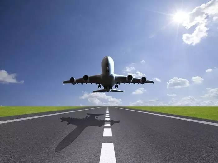 军事 正文  飞机起飞时,如果有风迎面吹来,在相同速度条件下,其获得的图片