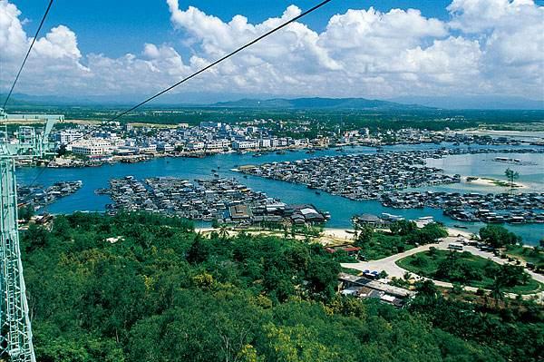 """陵水县:位于海南岛的东南部,是个以黎族,汉族,苗族人口居多的""""大杂居"""
