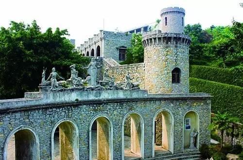 欧式古典城堡,其天然石灰岩式的装饰风格渗透到建筑