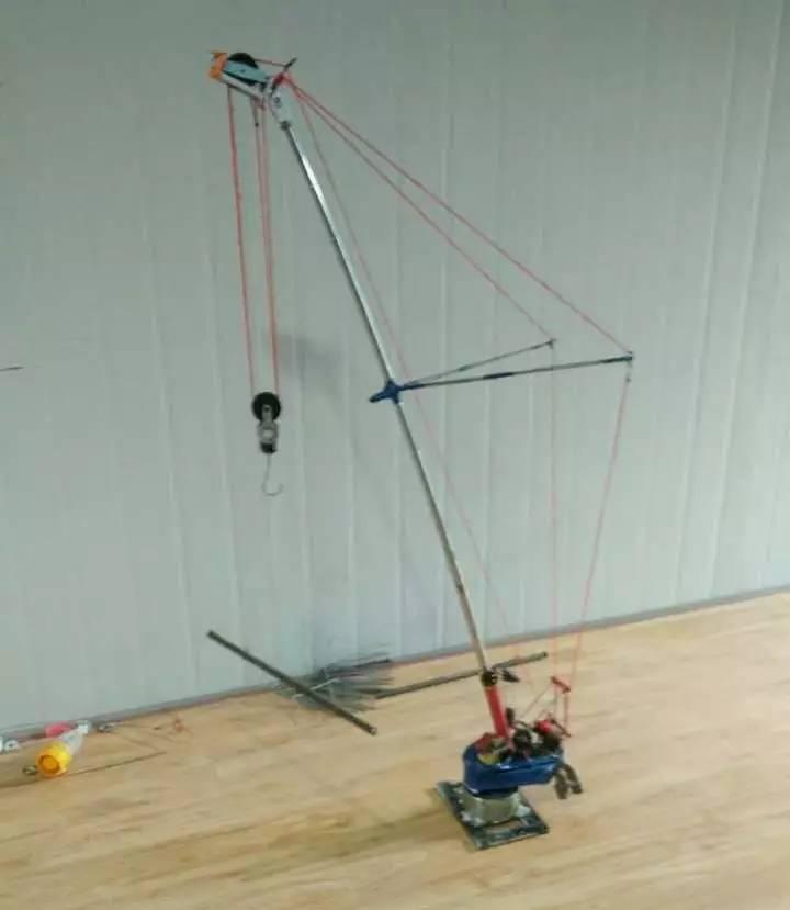 1200t吊车伸缩大臂内部结构图
