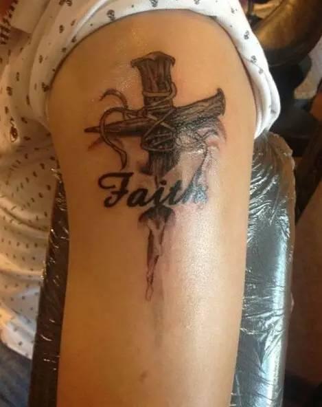 十字架纹身 基督差遣我,原不是为施洗,乃是为传福音