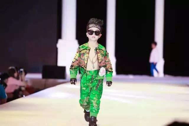 时尚 正文  少儿模特时装走秀 时尚萌娃嗨翻全场 周末来三明万达广场