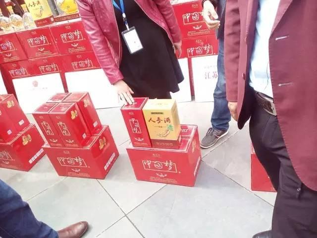 """销售团队专卖""""江苏宿迁市洋河镇圆梦酒业有限公司""""生产的""""中国梦酒""""."""