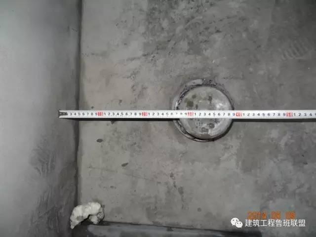 改进措施:马桶排水管道管中离毛坯墙体距离应控制在350mm左右.