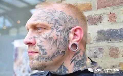 在中国古代,纹身被叫做刺青 最初是惩罚犯人用的,在脸上盖上一个章