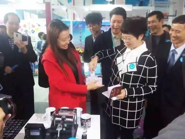 培养衣服中国情趣和v衣服图片学生怎么情趣丝袜情怀配图片