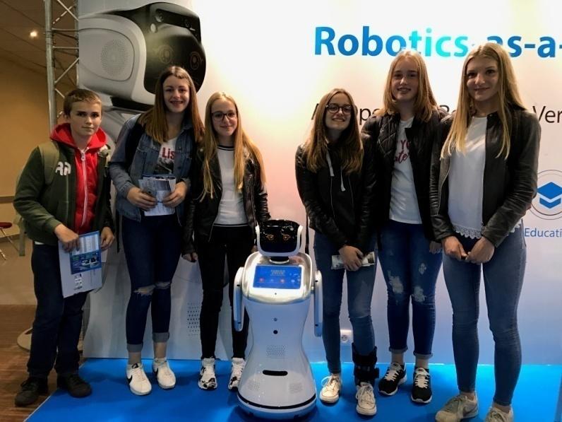 全球首发商业连锁解决方案 三宝机器人成中国智造出海先锋