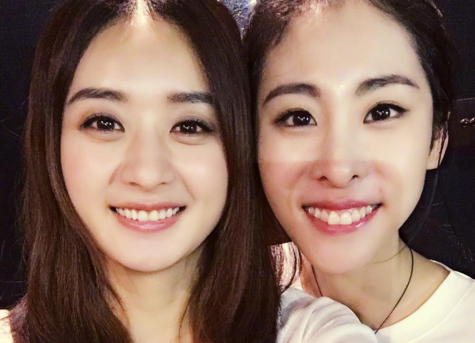 赵丽颖与张碧晨同框卖萌,十分可人!