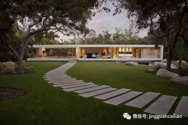 长方形混凝土道路错落铺装,建造出一条曲折的通道,横穿这个现代化庭院图片