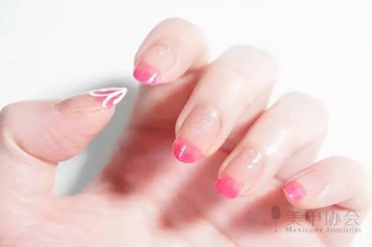 指甲手绘花教程
