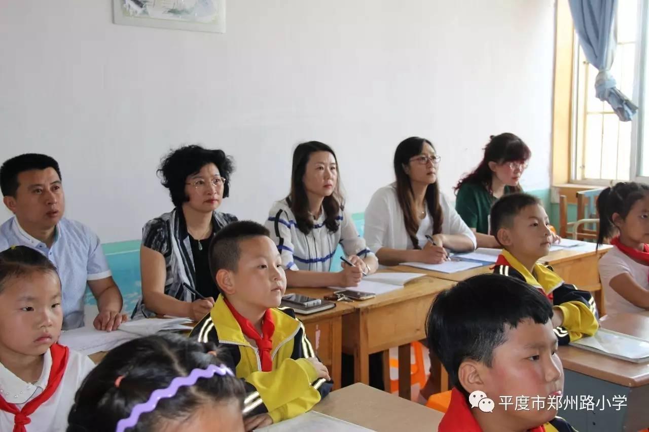 """郑州路小学扎实持久开展""""双进""""活动"""