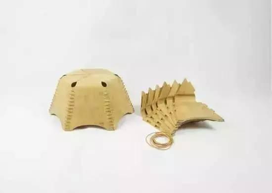 这是一款结合了传统木榫卯结构和儿童玩具伸缩球结构的创新结构的折叠