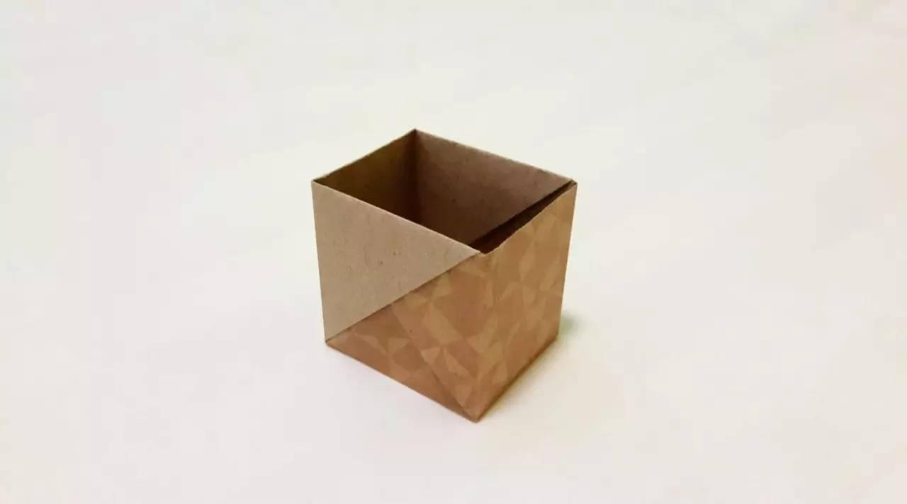 建议使用a4长方形纸制作,从①开始可将纸裁成4:3折成立方体盒子 折