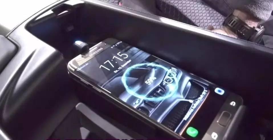 宝马原厂手机无线充电架扶手箱安装视频方法