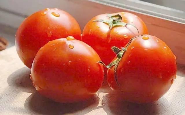 吃西红柿当心两件事:这样吃可能会中毒