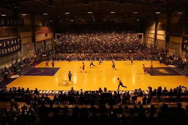 首先申明 这不是周杰伦的演唱会现场 这是山东科技大学 全明星篮球赛