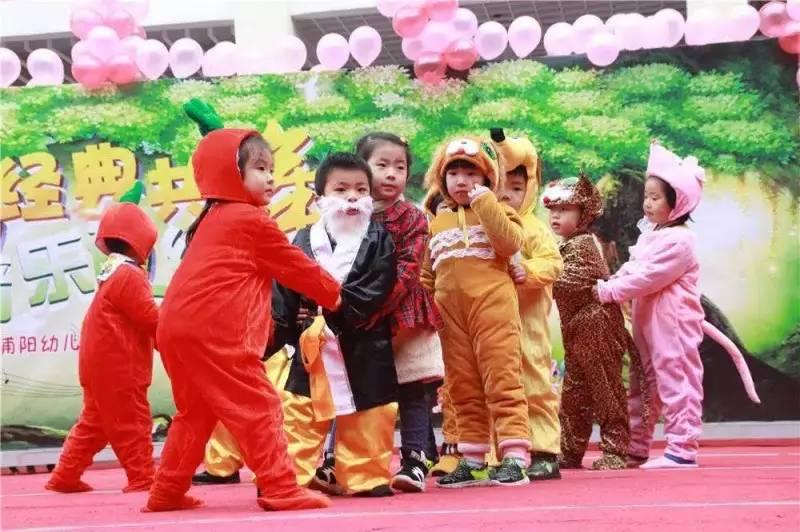 中一班:《动物狂欢节》 5.大一班:《钟表舞会》 6.