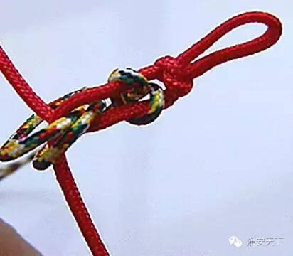 6 ---第六步 打结到适合手腕的长度以后,可以在末端穿一个金刚杵(有