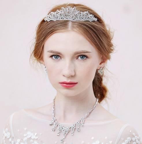 时尚 正文  皇冠新娘造型专为打造高贵气质新娘而设计的,美美的发型