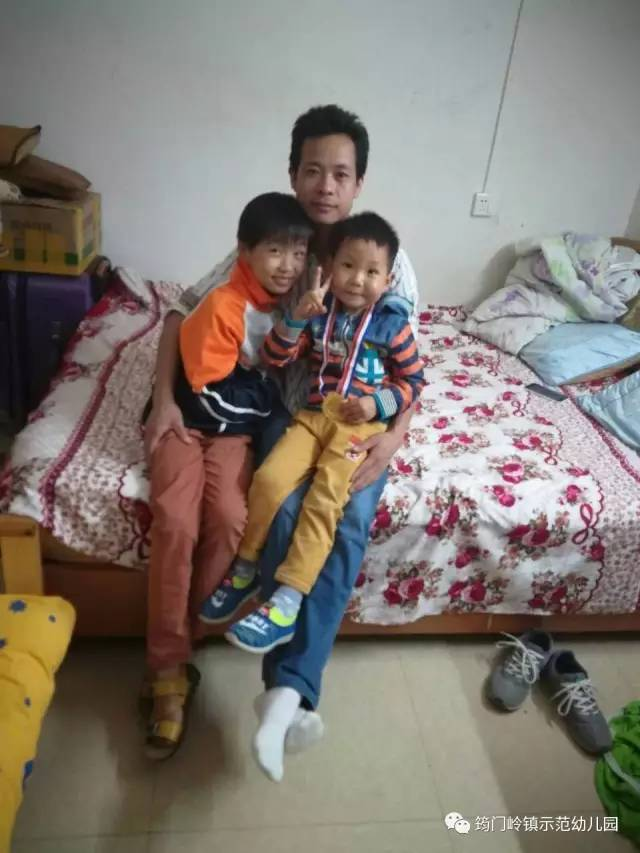 """筠门岭镇示范幼儿园首届""""书香家庭""""颁奖典礼"""