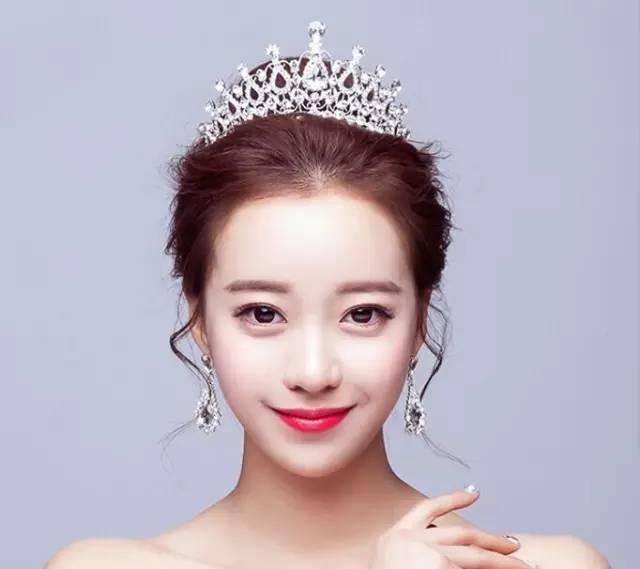 时尚 正文  皇冠新娘造型专为打造高贵气质新娘而设计的,美美的发型再图片