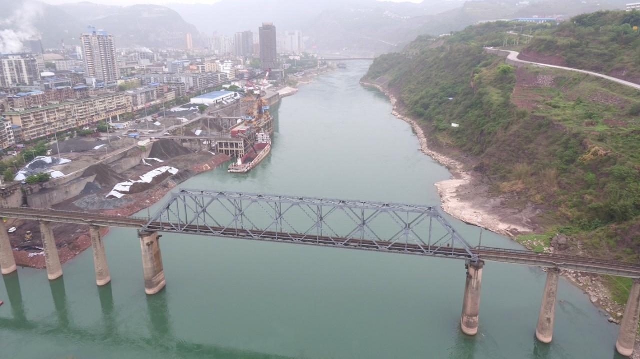 历史 正文  ●成贵铁路宜宾金沙江大桥(在建) ●中坝大桥 ●成昆铁路