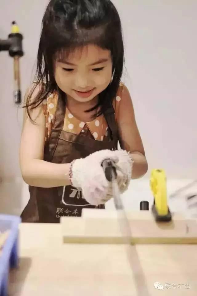 联合木艺是一家以木质产品设计
