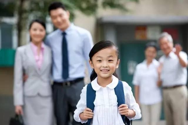 目送,是父母送孩子上学的最好方式