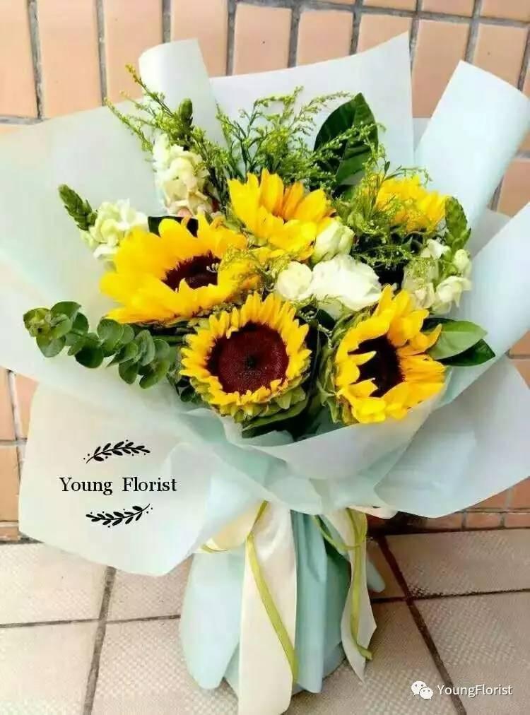 这束花送给即将毕业的TA,完美 Youngflorist最美毕业花束火热订购中图片